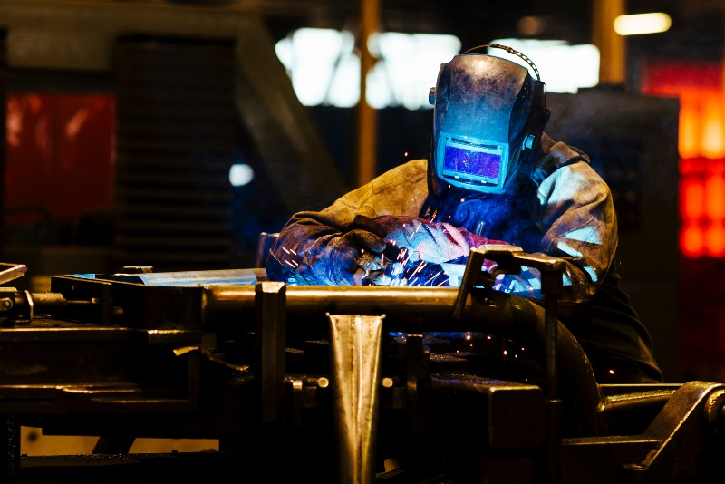 Manual welding process of carbon steel