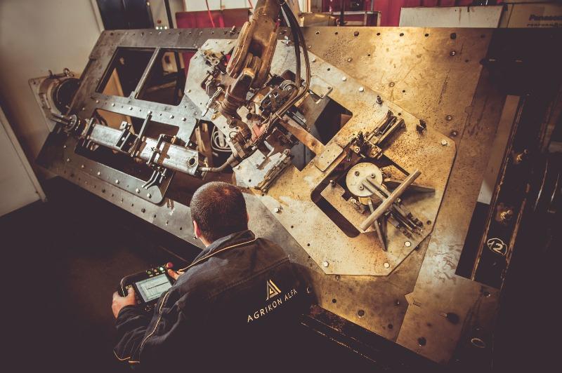 Robot welding process