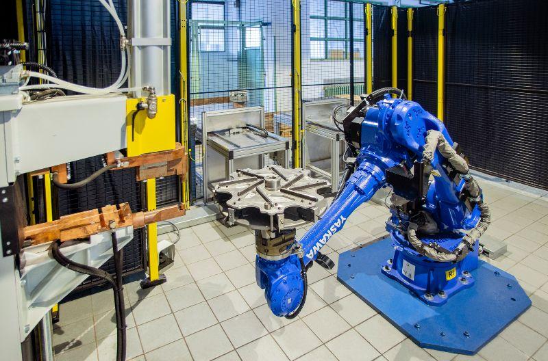 Manipulátoros robotcella also allasa