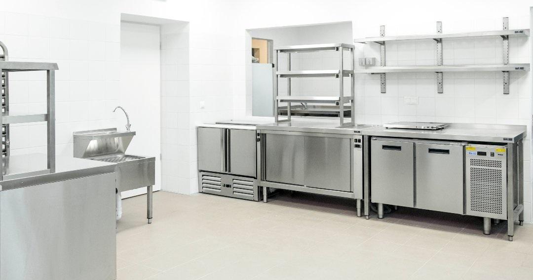 Plate warming table and salad fridge