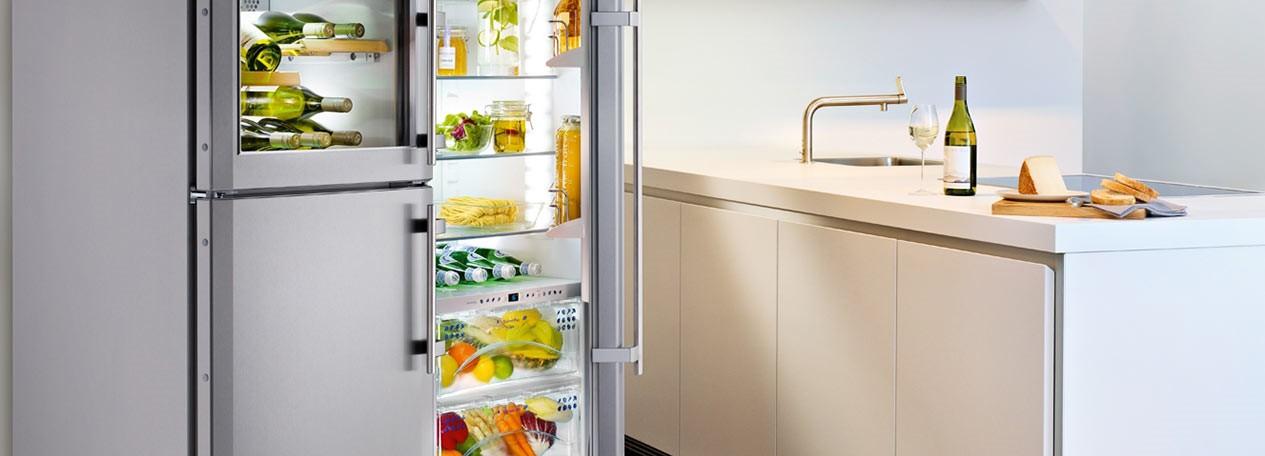 Hűtőszekrény és konyhapult